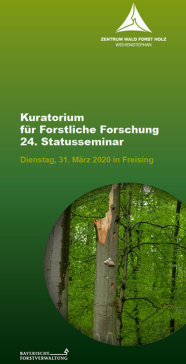 Grüner Faltblattitel mit Abbildung stehenden Totholzes in Buchenwald.